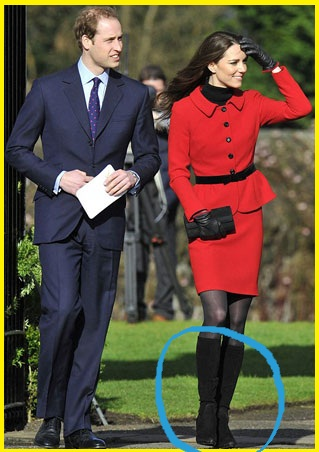 41e115cc78f The royal pair returns to Scotland. Kate sports these beautiful black suede  boots by Italian designer Aquatalia. Vai